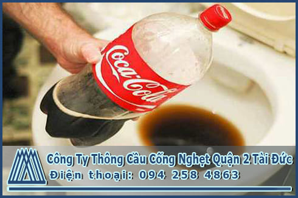 Phương pháp thông bồn cầu bằng coca đơn giản thành công 99%